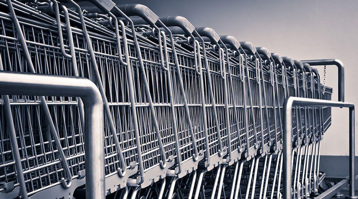 Afbeelding van Boodschappenkar met A-merken 40 procent duurder