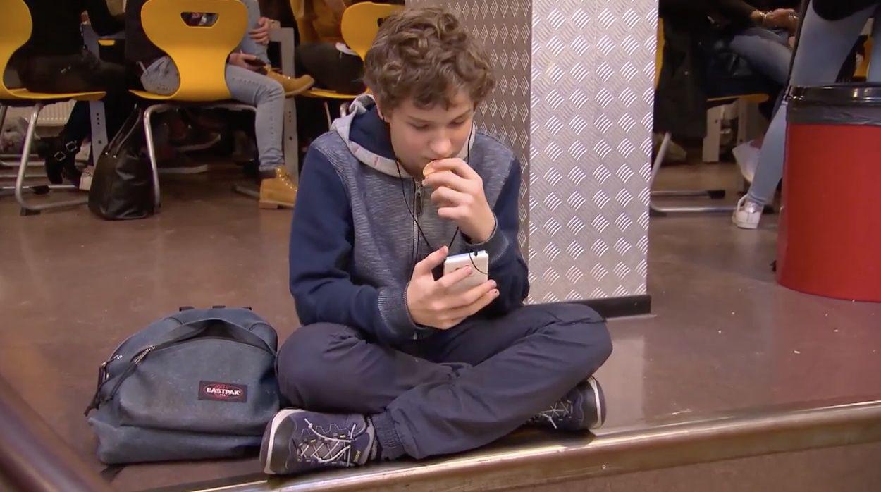 Afbeelding van Binnenkort: Kassa's mini-documentaire over smartphoneverslaving