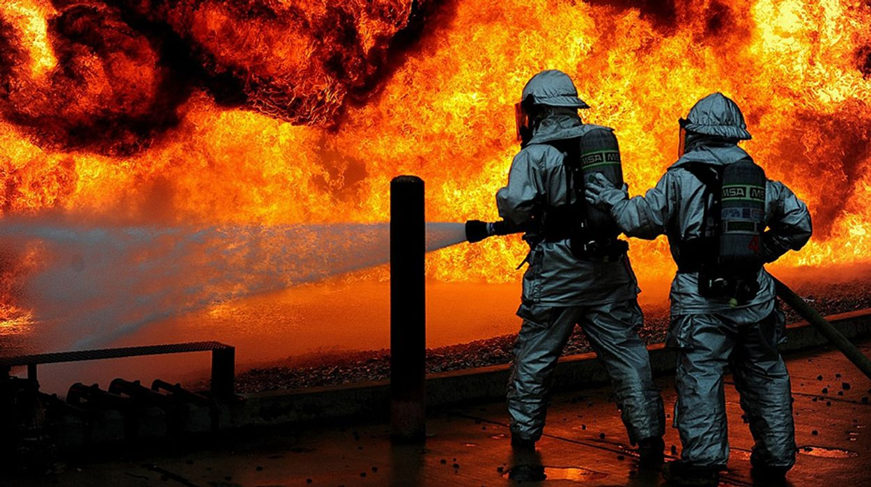 Afbeelding van Duizenden toeristen geëvacueerd om bosbranden