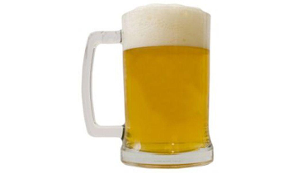 Afbeelding van Reclameborden voor bier weg om sportveld