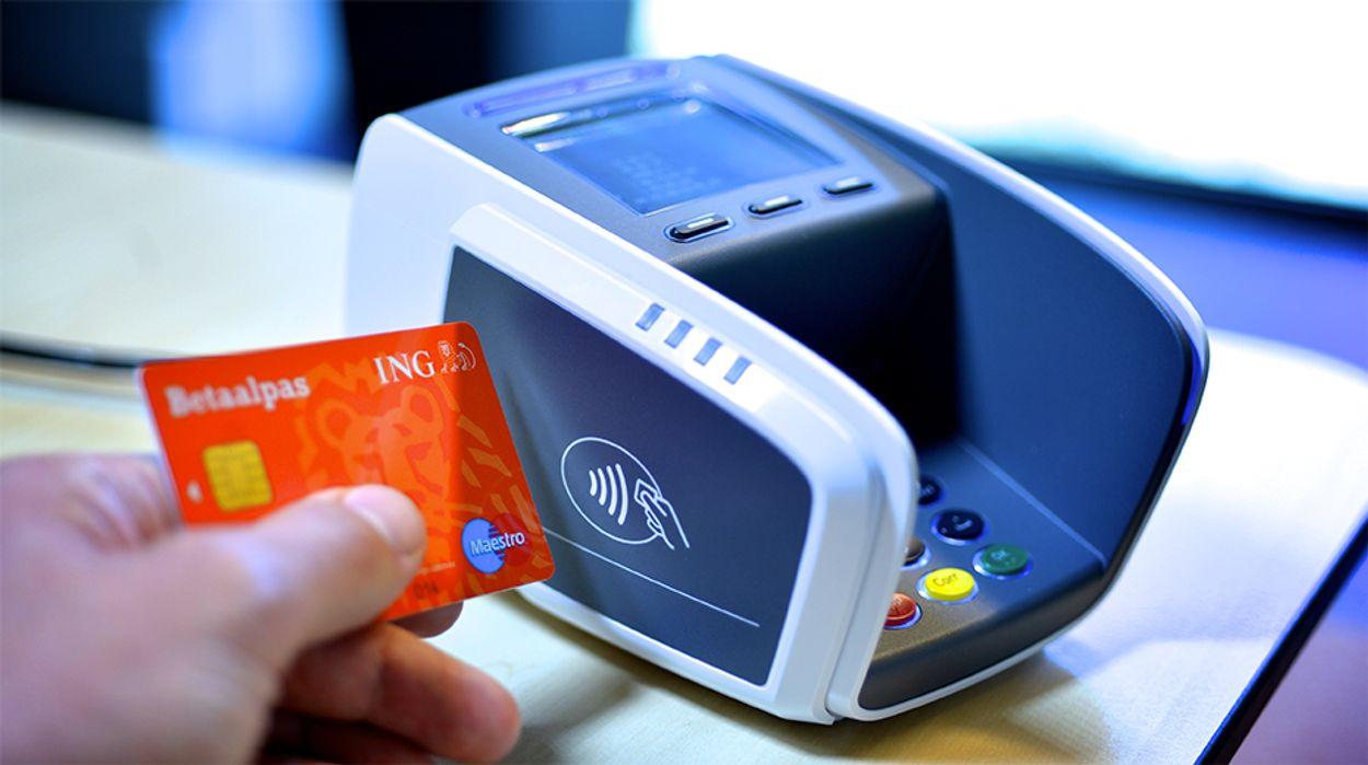 Afbeelding van 'Contant geld verdwijnt sneller dan ooit'