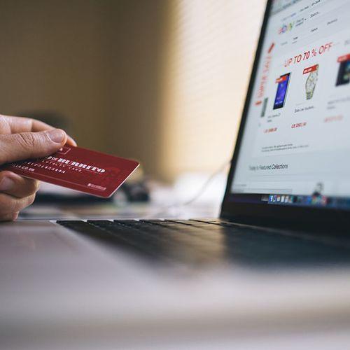 Afbeelding van 'Een op tien ouderen kan niet internetbankieren'