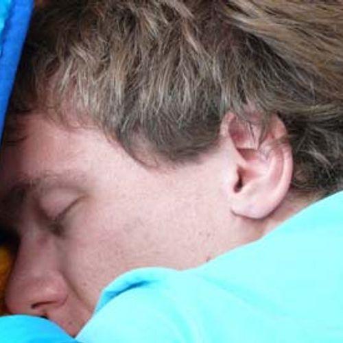 Afbeelding van 'Taal leer je het beste tijdens je slaap'