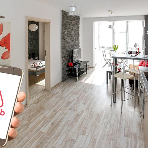 Afbeelding van Consumentenbond eist compensatie van verhuurplatform Airbnb voor servicekosten