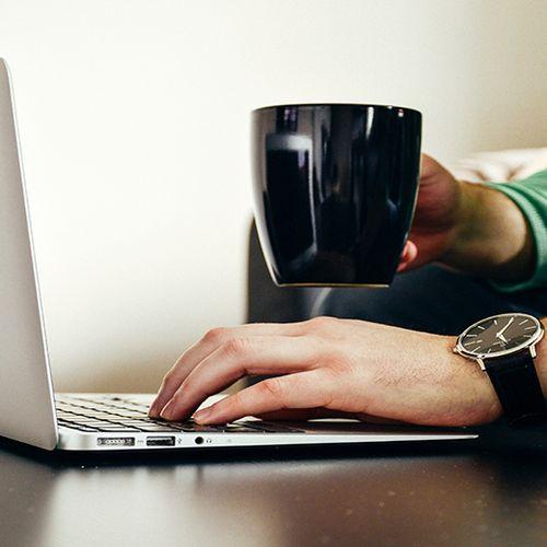 Afbeelding van 'Laptopverbod kost passagiers ruim 1 miljard'