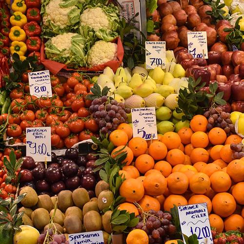 Afbeelding van Prijzenslag supermarkten met groente en fruit
